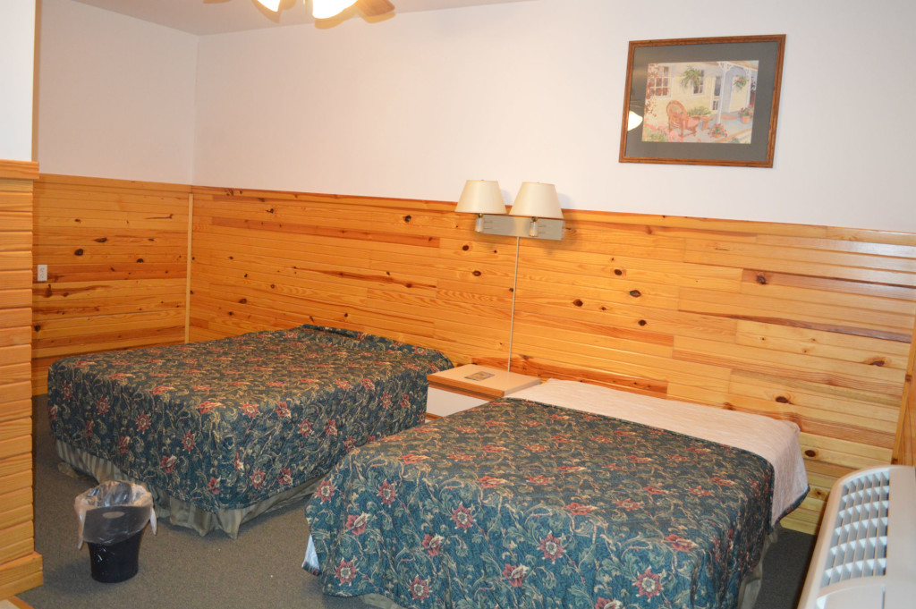 2 Double Bed Motel Room with Restroom and Shower